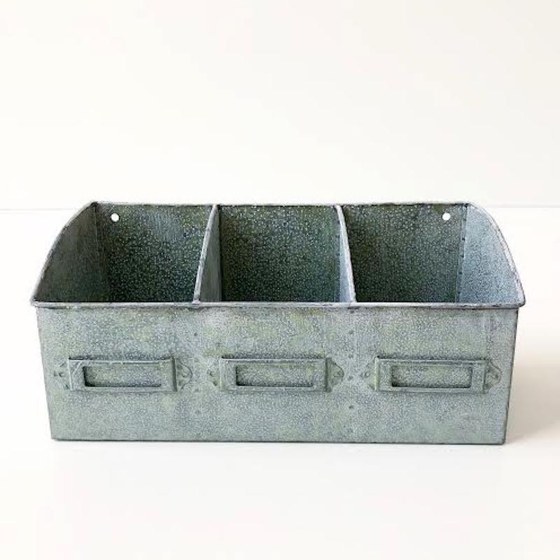 Hylde / kasse i zink m. 3 rum.