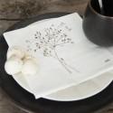 Serviet i hvid med blomster