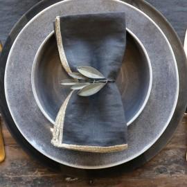 Servietring m. blade i mørk messing