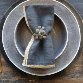 Servietring m. blomst fra Chic Antique