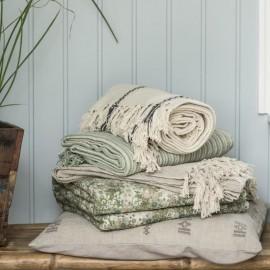 Vattæppe / quilt med blomster og mønstre fra Ib Laursen