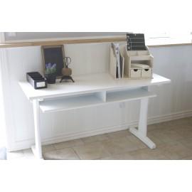 Gammelt skrivebord / skolebord i hvidt