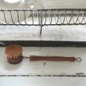 Opvaskebørste i træ med børster af sisal