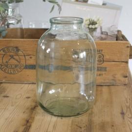 Stor glasvase i klar glas med grønligt skær